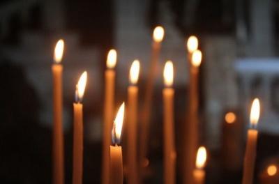 Як правильно ставити свічку у церкві
