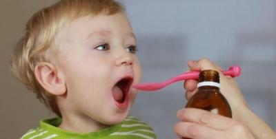 Чому не можна давати дитині дорослі ліки: пояснення лікаря