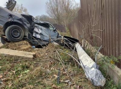 На Буковині «євробляха» знесла електроопору: водія доставили у лікарню - фото