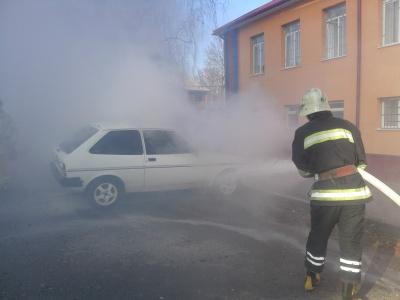 У Чернівецькій області під час руху загорівся «Форд»