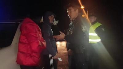 У Миколаєві пасажир Infiniti зламав ногою щелепу поліцейському (відео)