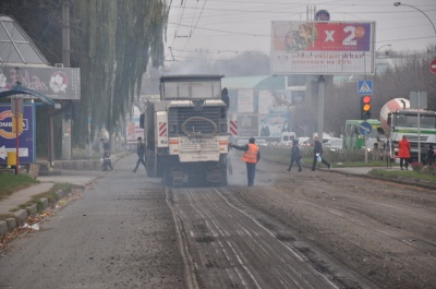 Як ремонтують проспект Незалежності в Чернівцях - фото