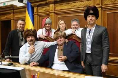 «Ти чорт московський»: нардепи з Буковини у гетьманських шапках написали листа Путіну - фото