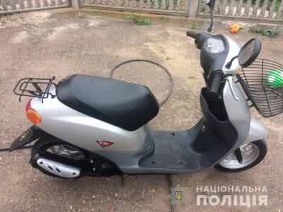 Вкрав, щоб поїхати до магазину: на Буковині поліція викрила викрадача мопеда