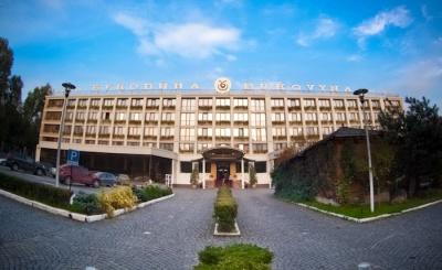 Територію біля готелю Чинуша вилучили з переліку парків і скверів Чернівців