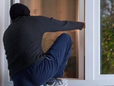 У Чернівцях безпритульний зловмисник обікрав будинок на 15 тис грн