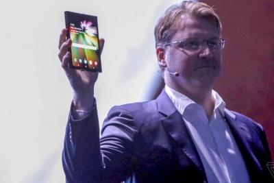 Samsung представила смартфон майбутнього зі складальним екраном