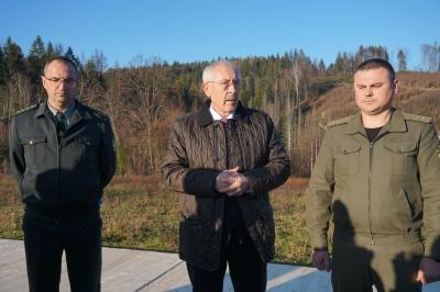 Фищук оглянув зубрів на Буковині - фото
