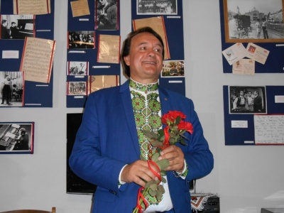 Порошенко присвоїв звання «Народний артист України» співаку з Чернівців Івану Дерді