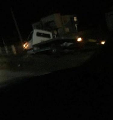 На Буковині автівка збила коня, очевидці повідомляють про смерть водіїв