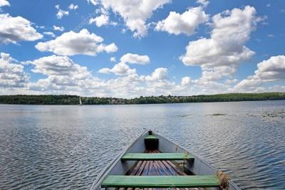 На Буковині чоловік  під час риболовлі випав із човна і втопився