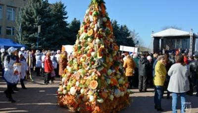 """На Одещині встановили найбільше """"борщове"""" дерево"""