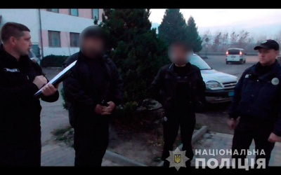 Розбив вікно й забрав виручку з каси: на Буковині поліція затримала грабіжника