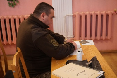 У Чернівцях трьох офіцерів-медиків відправили на 1,5-річну військову службу