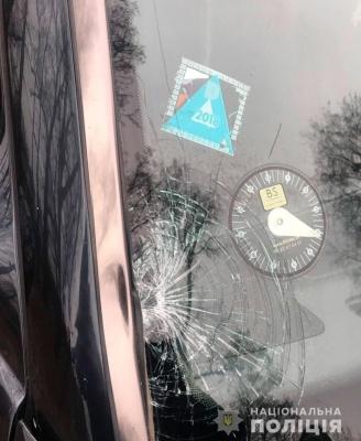 На Буковині водій Mercedes збив жінку і втік з місця аварії: у постраждалої - травми голови