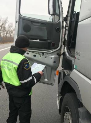 На Буковині затримали п'яного водія фури на молдовських номерах - фото