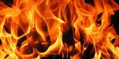 На Буковині горів продуктовий магазин: вогонь знищив вітрину та товари харчової продукції