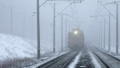 Укрзалізниця запевняє, що жоден поїзд не вибився з графіку через сніг