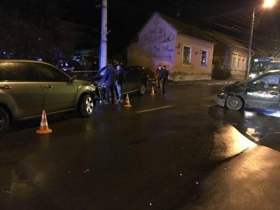 У Чернівцях через потрійну ДТП на вулиці Руській утворився значний затор - фото