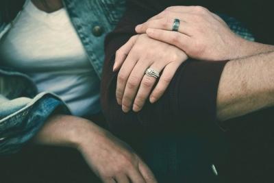 Дівчина відсудила у колишнього нареченого гроші за обручки