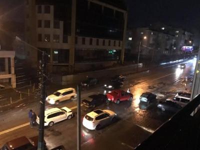 Потрійна ДТП на Героїв Майдану: в мережі з'явилося відео моменту зіткнення легковиків