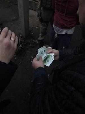 На Буковині затримали чоловіка, який хотів дати прикордоннику хабар - відео