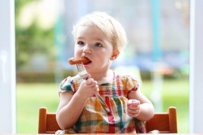 Чому сосиски шкідливі для дітей: пояснення дієтолога