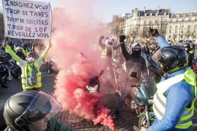 У Франції понад 400 людей постраждали під час протестів