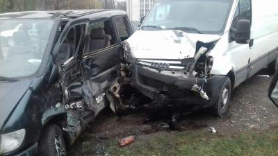 У потрійній ДТП в Лужанах постраждали двоє людей - фото