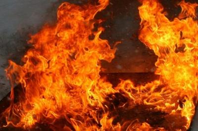 На Буковині рятувальники ліквідували нічну масштабну пожежу в господарській будівлі