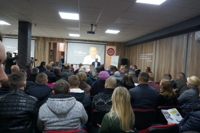 Нардеп Юрій Дерев'янко презентував у Чернівцях свою передвиборчу президентську програму - фото