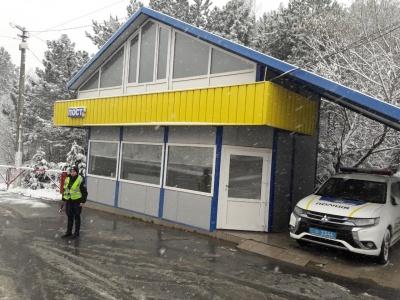 Снігова негода: якими трасами Чернівецької області їздити безпечно