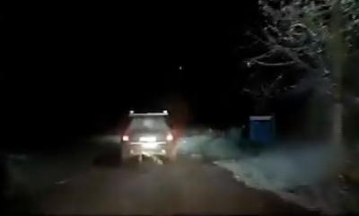Нічна погоня на Буковині: агресивний водій погрожував поліції й демонстративно вживав спиртне - відео