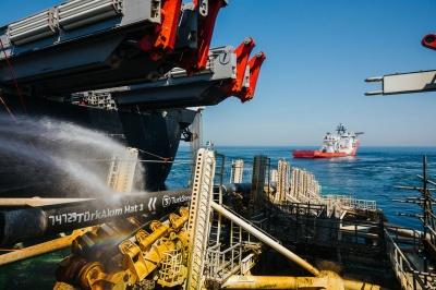 """Росія добудувала морську частину """"Турецького потоку"""""""