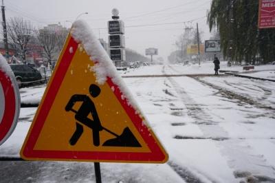 Гроші - у брудний, мокрий сніг: Каспрук розкритикував ремонт проспекту у негоду