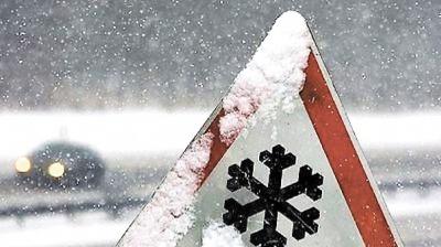 Через снігову негоду на Буковині утворився затор із фур