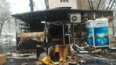 У Чернівцях масштабна пожежа охопила кафе-магазин: без постраждалих - відео