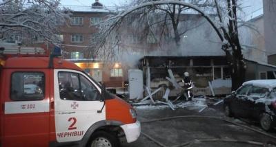 Рятувальники назвали попередню причину масштабної пожежі в магазині у Чернівцях