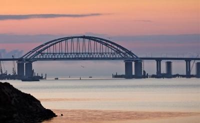 У МінТОТ кажуть, що Керченський міст почав просідати
