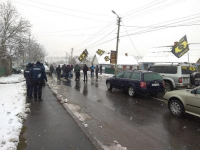 «Євробляхери» перекрили міст на межі Буковини та Хмельниччини - фото