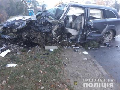 У Чернівцях крадене «Audi» врізалось у електроопору: водій і пасажир - у лікарні