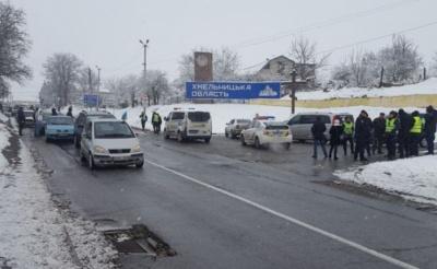 У Чернівецькій області водії «євроблях» завершили перекриття траси в Атаках