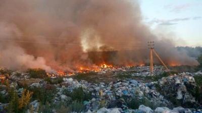 На Буковині через спалювання сміття виникла масштабна пожежа
