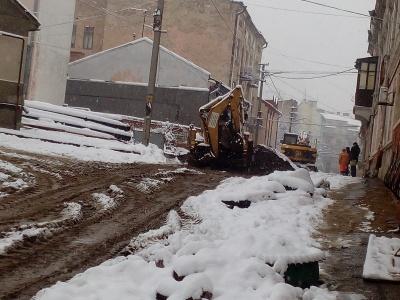 В уряді перевірять, чому в Чернівцях ремонтують дороги в снігопад