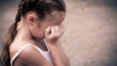 На Буковині поліція затримала чоловіка, який півроку гвалтував свою неповнолітню дочку