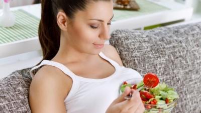 Що не варто їсти вагітним: поради лікарів