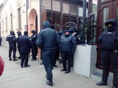 Силовики заблокували приміщення ресторану в центрі Чернівців