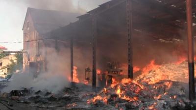 У Чернівцях у нічній пожежі на складі макулатури постраждав чоловік