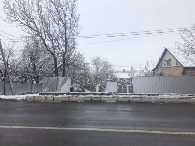 Фура протаранила паркан: у поліції розповіли деталі ДТП на трасі біля Чернівців - фото