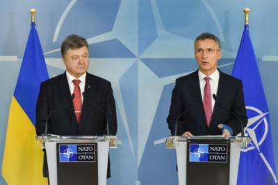 Порошенко та Столтенберг домовилися провести термінове засідання комісії Україна-НАТО